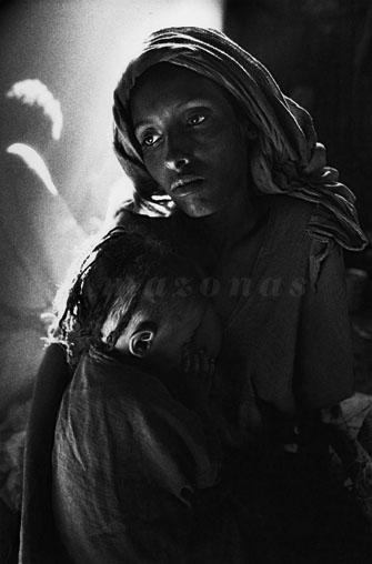 Campo de Korem. Etiópia, 1984. Sebastião Salgado http://www.amazonasimages.com/travaux-sahel