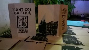 Imagem disponível em: http://www.patriciatenorio.com.br/wp-content/uploads/2015/09/C%C3%A2ntico-de-Quit%C3%A9ria-II-Ricardo-Nonato-300x168.jpg