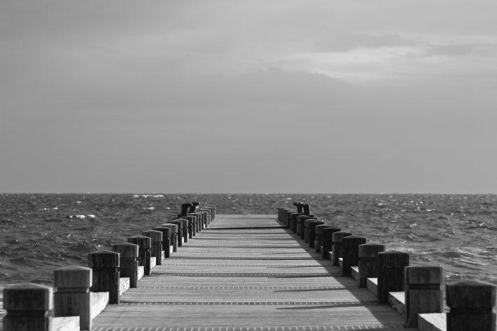 beach-black-and-white-boardwalk-356532